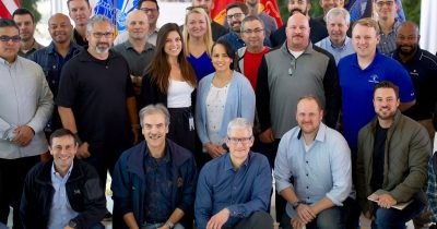 Tim Cook meets Apple veterans