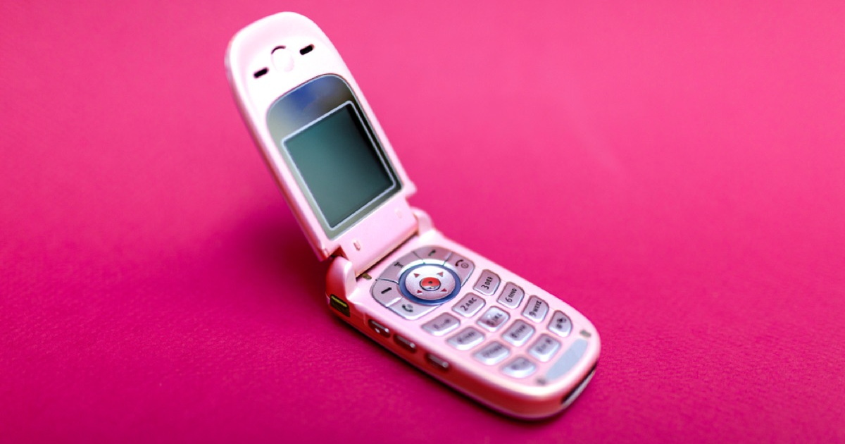 Eight Depressing, Illuminating Months With a Flip Phone