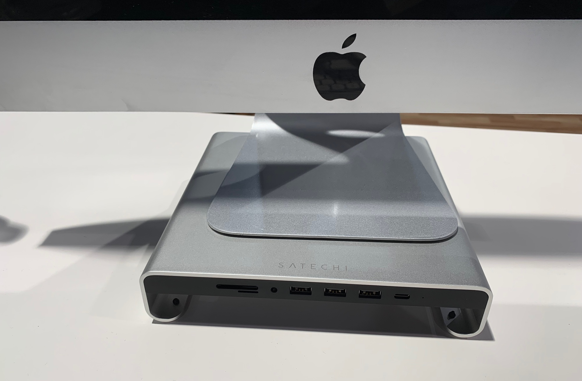 CES – Satechi's USB Docking Stand For All Models of Apple iMac