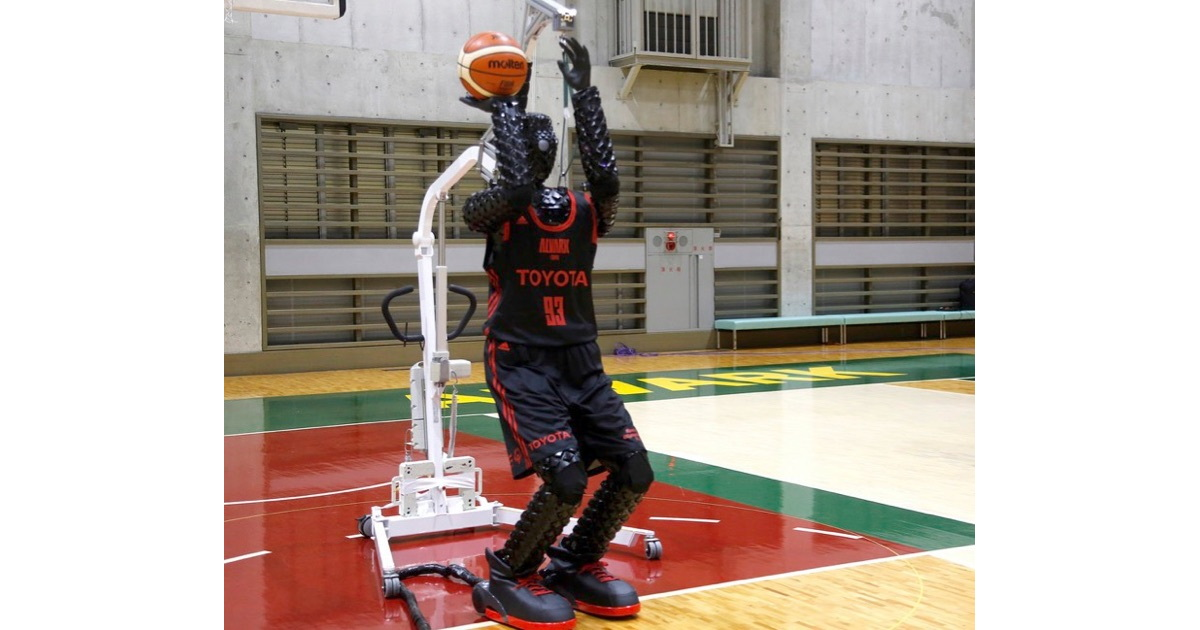 An Amazing Basketball-shooting, 3 Point Specialist Robot [Video]