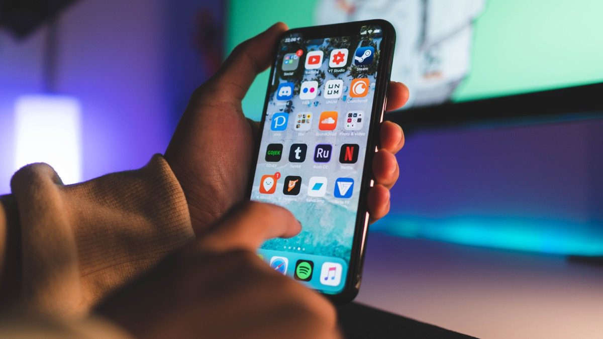 Image of person using iPhone XS