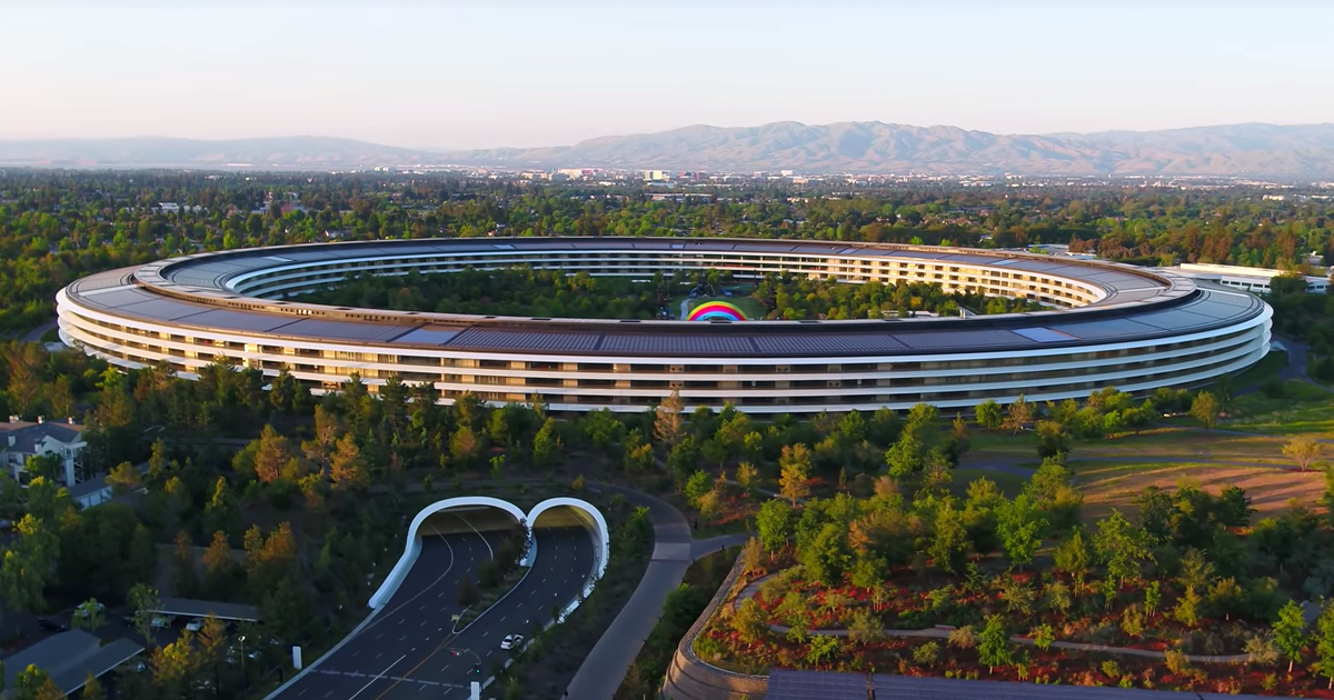 Apple Park building.