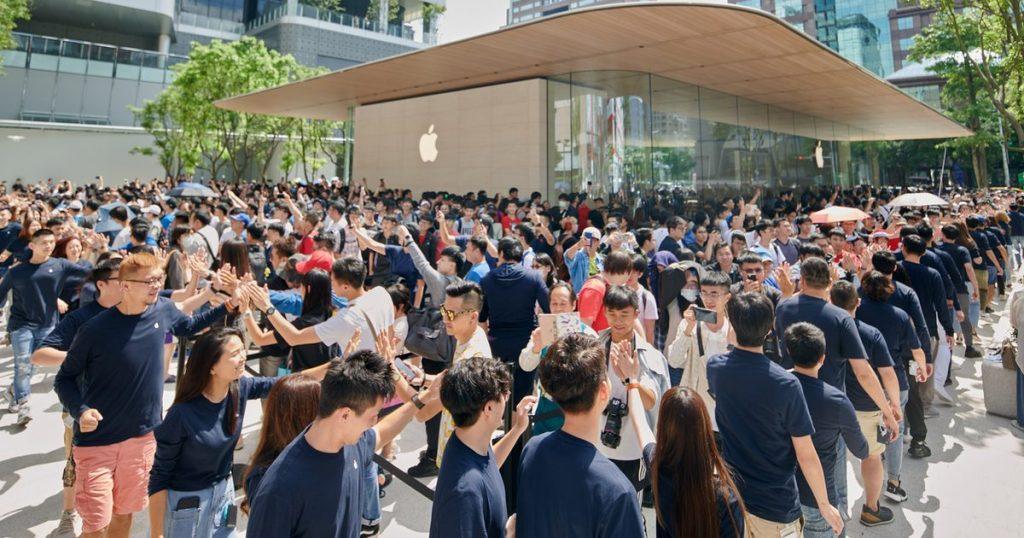 Apple Store Taipei queues