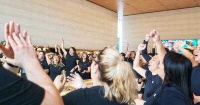 Apple Store Antara Staff