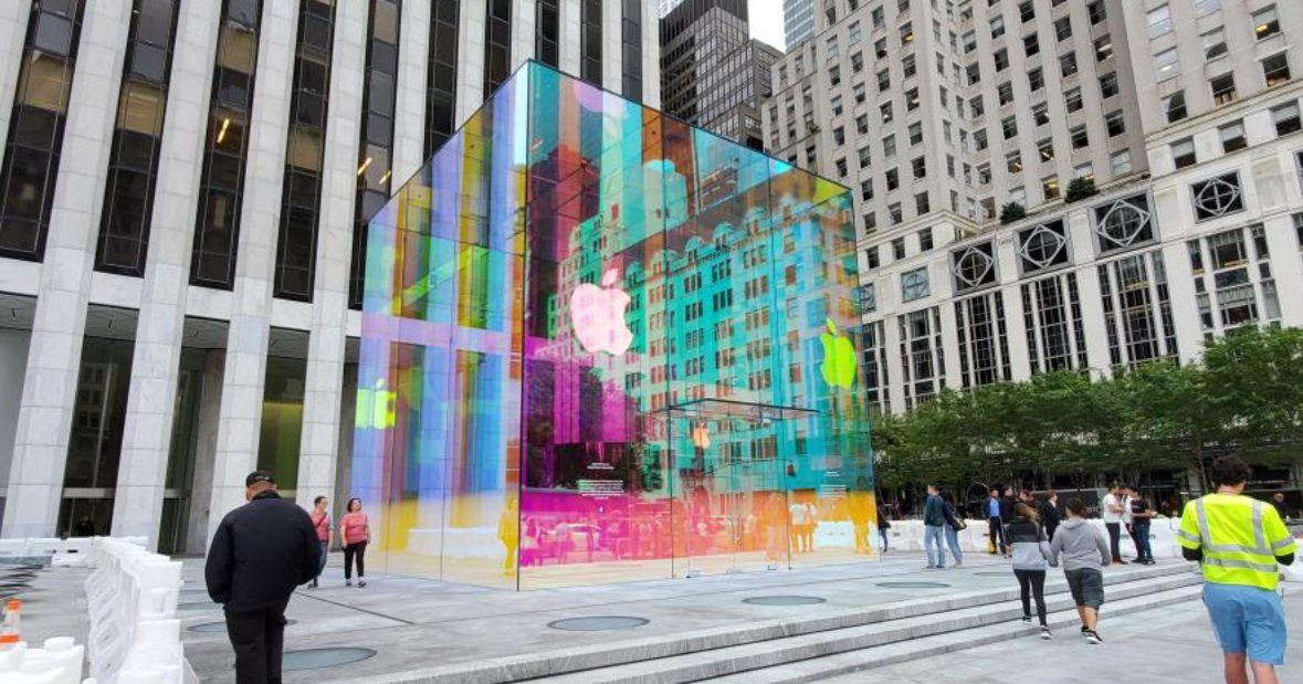 Apple's Fifth Avenue Store Gets a Rainbow Reopening - The