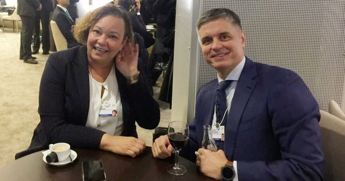 Apple Exec Meets Ukraine Foreign Minister After Crimea Maps Controversy