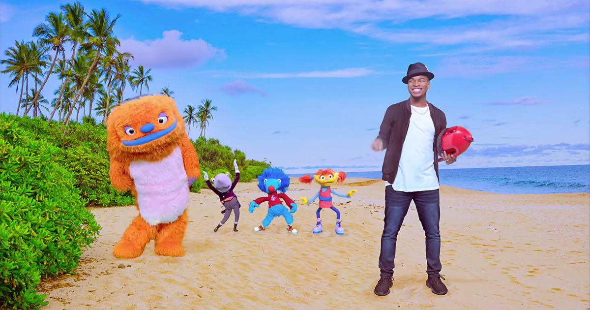 Ne-Yo with Helpsters in 'Directionality' video