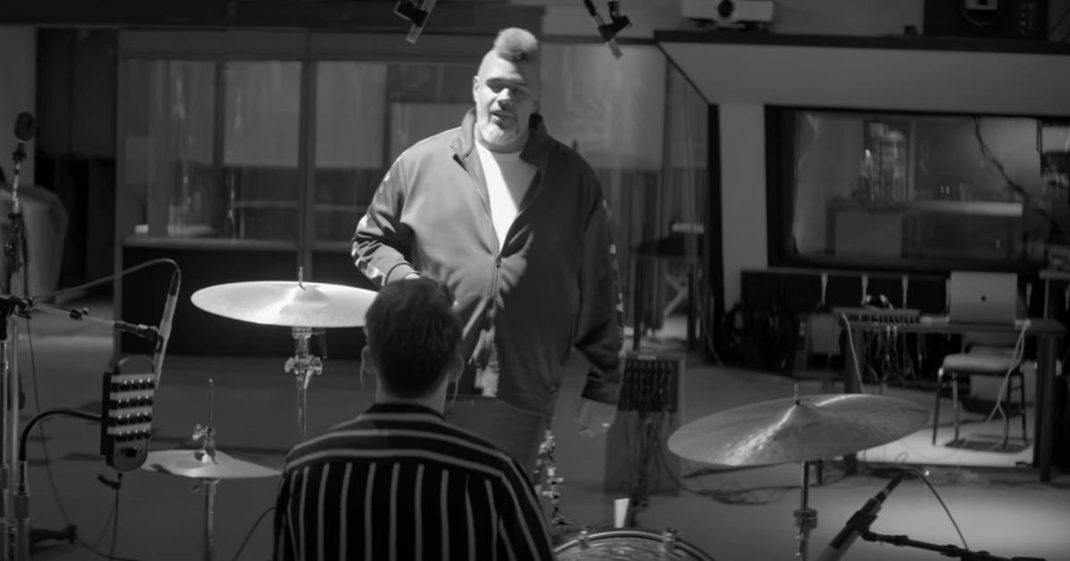 Oak Felder in studio