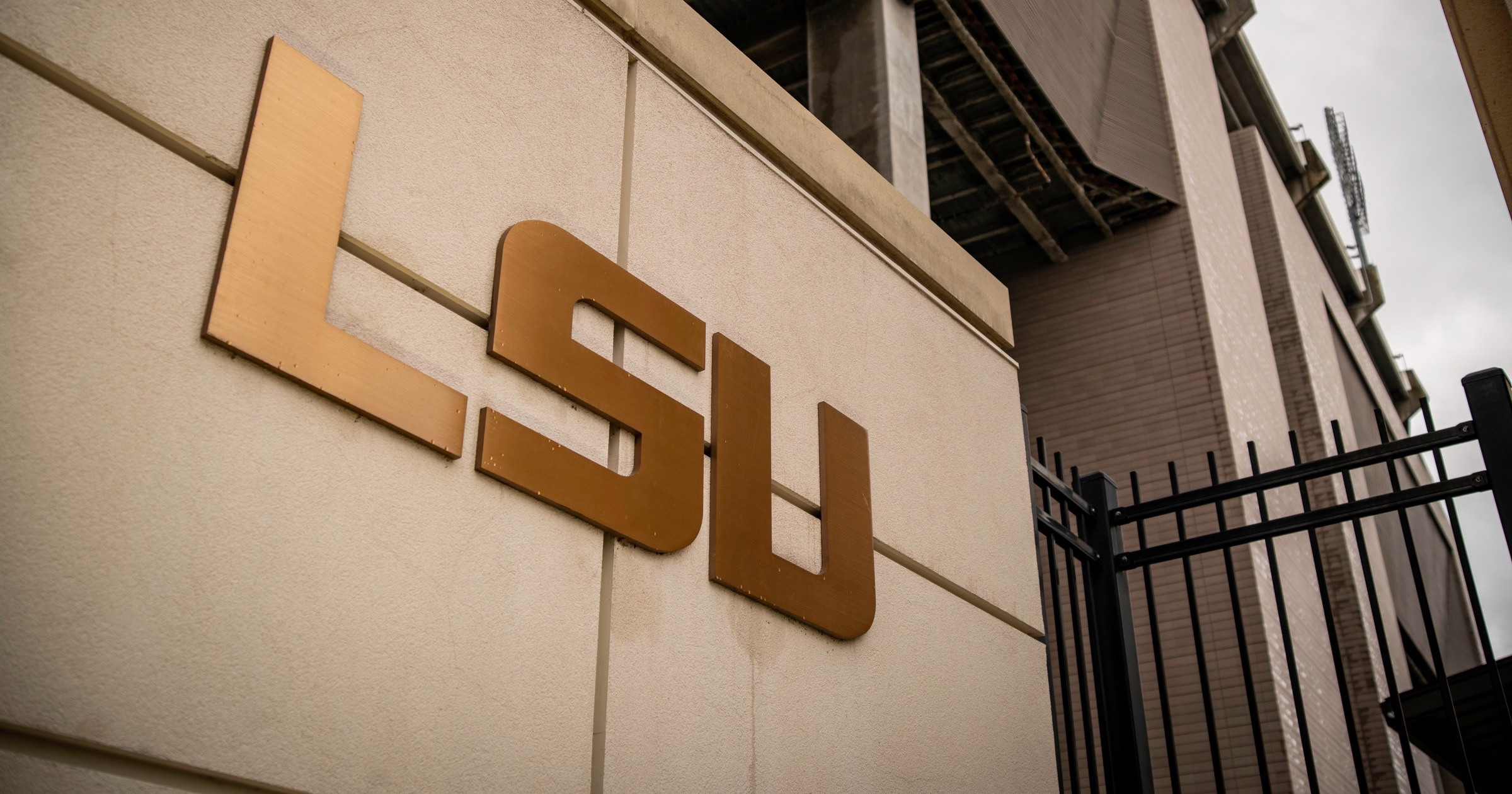 Golden letters that spell out LSU at Louisiana State University.