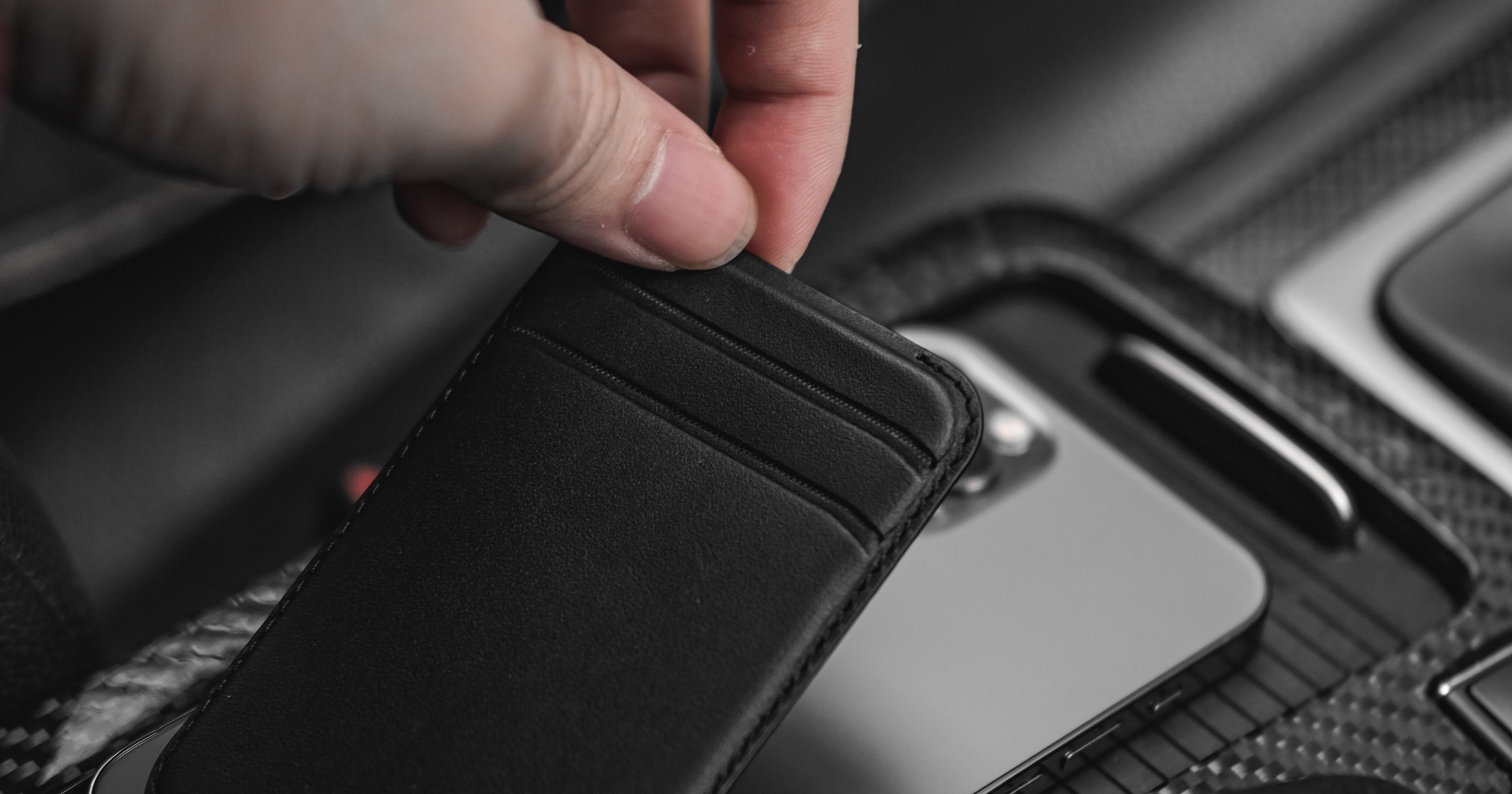 Ekster Releases Leather MagSafe Wallet for iPhone 12