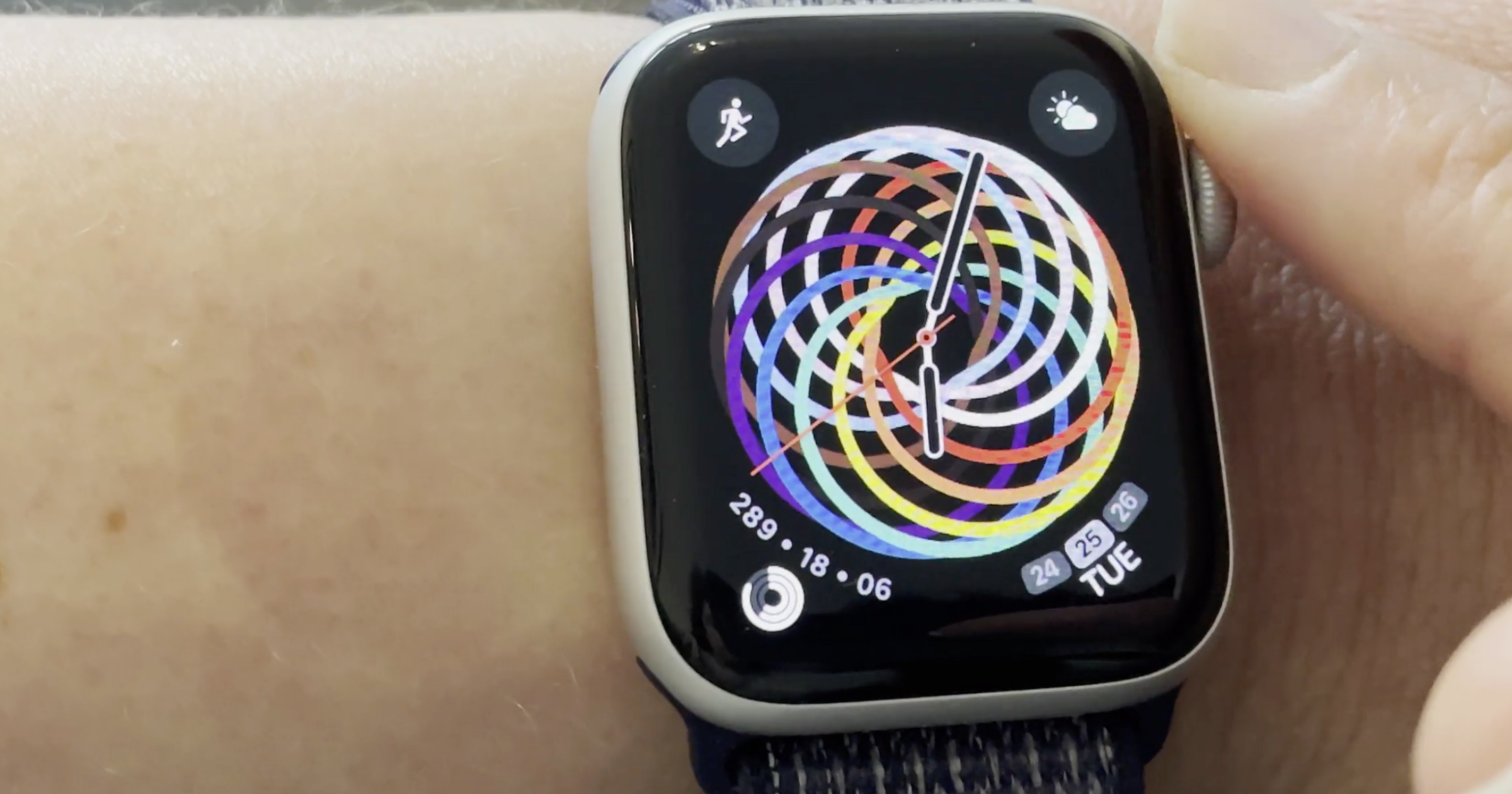 Apple Watch Pride Face open