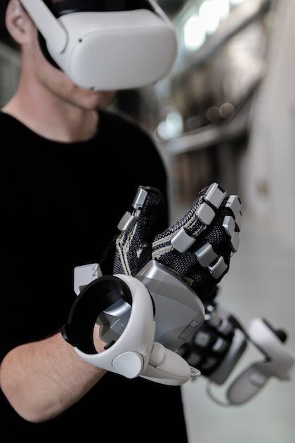 SenseGlove Nova VR gloves with Oculus